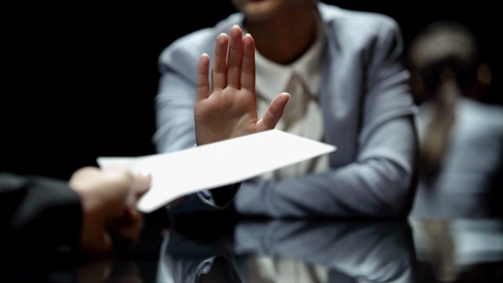 Recebendo a carta de demissão