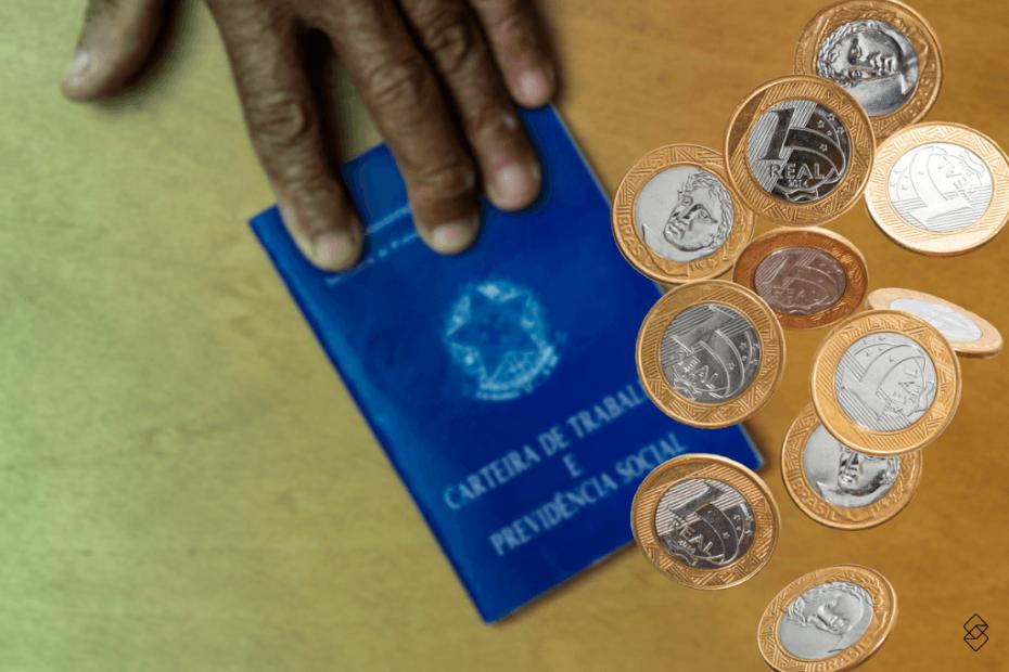 moedas caindo sobre uma carteira de trabalho