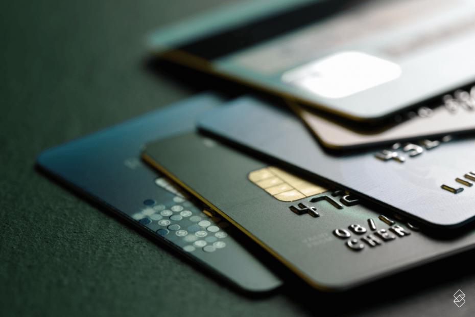 diversos cartões de crédito sobrepostos