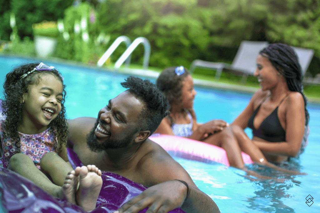 Casa com piscina é o sonho de muitos brasileiros. Saiba como conquistar a sua aqui