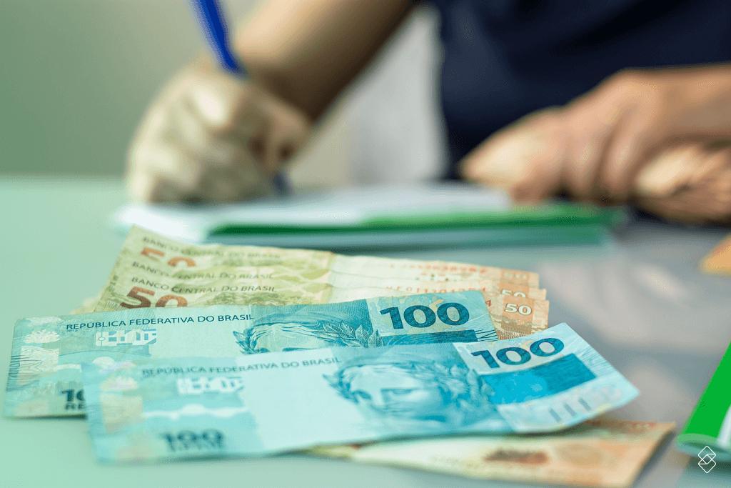 Economizar dinheiro é o que move muita gente na busca por uma relação mais saudável com o dinheiro